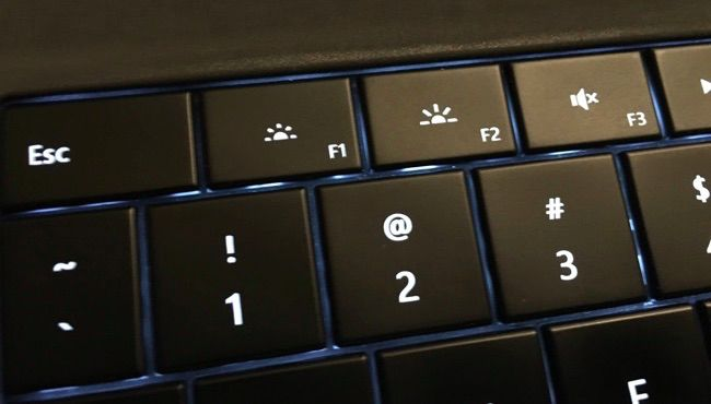 Tombol brightness di keyboard laptop